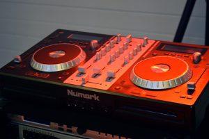 DJ Ivan Horáček